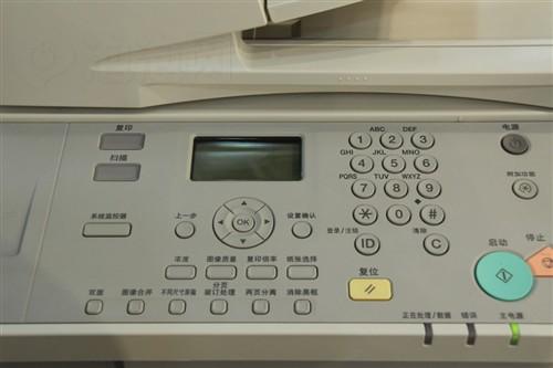 不久的黑白数码复印机,集复印打印扫描多功能于一身,启动速度非常快